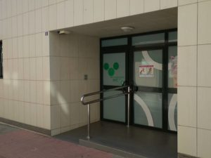 Entrada a las oficinas del departamento de Medio Ambiente y Sanidad