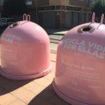 """Petrer ilumina el castillo de rosa y se suma a la campaña de Ecovidrio """"Por ellas"""" para visibilizar la lucha contra el cáncer de mama"""