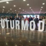 Catorce empresas de componentes de Petrer exponen en la feria Furturmoda que hoy ha visitado la ministra de Industria, Reyes Maroto