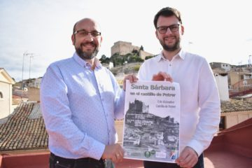 """Petrer celebra Santa Bàrbara al castell amb la novetat d'un """"bucaner aventurer d'advent"""" per als més xicotets"""