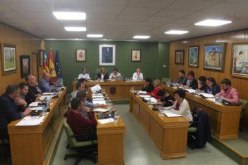 Unanimidad de todos los grupos políticos que presentaron una moción conjunta al pleno condenando las amenazas al profesor del IES Azorín