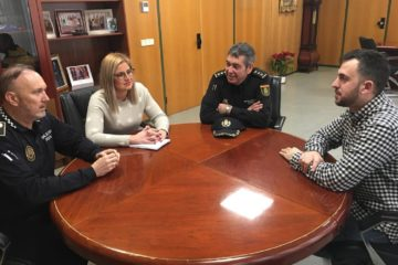 La alcaldesa de Petrer se reúne con el nuevo comisario de la Policía Nacional Elda-Petrer