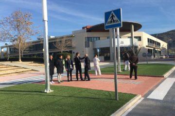 """Restablit el trànsit al bulevard de Sant Jerònim després de construir una rotonda per a solucionar un """"punt negre"""" d'accidents"""