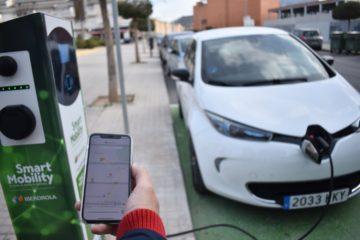Entran en funcionamiento las dos estaciones de recarga de vehículos eléctricos en Petrer