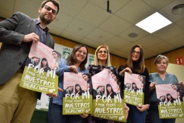 """Mujeres de varias edades de Petrer protagonizan la campaña del día 8 bajo el lema """"Por mí y por todos nuestros derechos"""""""