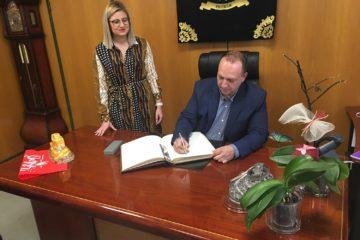Petrer tendrá una oficina para las necesidades de vivienda, según ha anunciado en su visita el el vicepresidente de la Generalitat Valenciana
