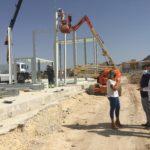 Comença la instal·lació de les aules prefabricades que acolliran provisionalment a l'IES Azorín a partir del pròxim curs