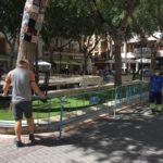 El Ayuntamiento cierra al tránsito de personas la plaça de Baix como medida preventiva de seguridad ante la caída de una segunda rama
