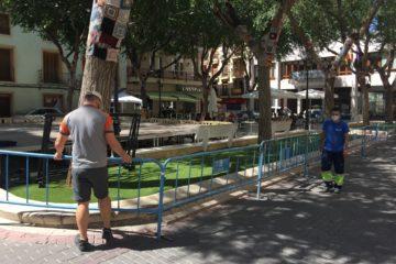L'Ajuntament tanca al trànsit de persones la plaça de Baix com a mesura preventiva de seguretat davant la caiguda d'una segona branca