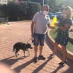 El ayuntamiento repartirá botellas para diluir el orin de perros ante el aumento de las denuncias de vecinos y el problema sanitario que supone