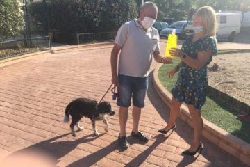 L'ajuntament repartirà botelles per a diluir l'orina de gossos davant l'augment de les denúncies de veïns i el problema sanitari que suposa
