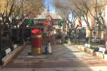 Comienza la instalación del alumbrado navideño con el objetivo de crear una ambientación que sirva de apoyo al comercio local de proximidad
