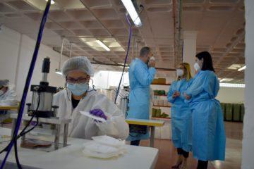 Una empresa marroquinera de Petrer pone en marcha una fábrica de mascarillas con 15 nuevos trabajadores