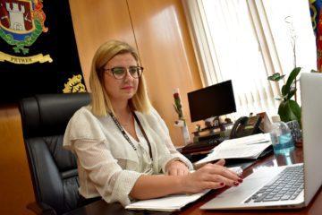 La alcaldesa propone a los Cuerpos de Seguridad que vigilen el extrarradio con medios aéreos para evitar contagios en fiestas privadas