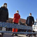 El Ayuntamiento de Petrer devuelve a la ciudad su solidaridad con la donación de tapones en forma de bancos reciclados