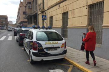 La alcaldesa cursa la denuncia por el ataque machista en la Policía Nacional
