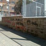 El Ayuntamiento lleva a cabo la limpieza de varios grafitis por actos vandálicos en edificios municipales