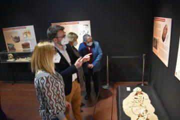 """El Museo Dámaso Navarro estrena su sala de exposiciones temporales con la muestra """"Cuidar, curar, morir. La enfermedad leída en los huesos"""""""