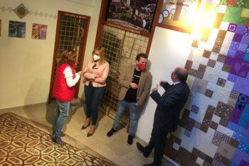 "La Tourist Info de Petrer inaugura la exposición ""dinteles con historia"""
