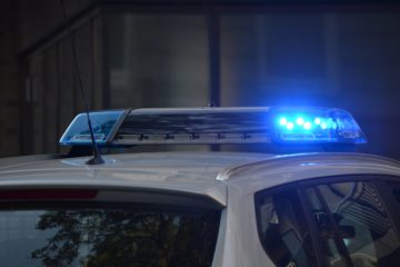 La Policía Local alerta de un brote de robos de joyas a personas mayores por el método del falso abrazo