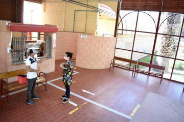 Petrer invertirá medio millón de euros en la renovación integral de los vestuarios de las piscinas de verano y en el suelo del pabellón Gedeón e Isaías Guardiola