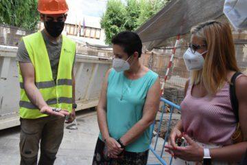 La secretaria autonómica y el director general de Calidad Democrática visitan la excavación del refugio antiaéreo de Petrer