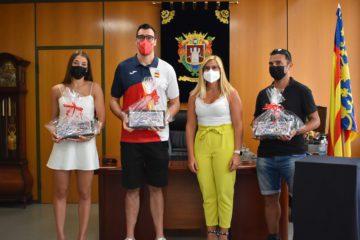 El Ayuntamiento de Petrer homenajea a sus 3 deportistas olímpicos con una recepción institucional