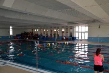 Esports obri el període d'inscripcions per als cursos de natació en la piscina coberta de Sant Ferran
