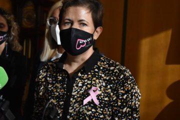 Petrer se suma a la labor d'Acmavi per a visibilitzar la lluita contra el càncer de mama